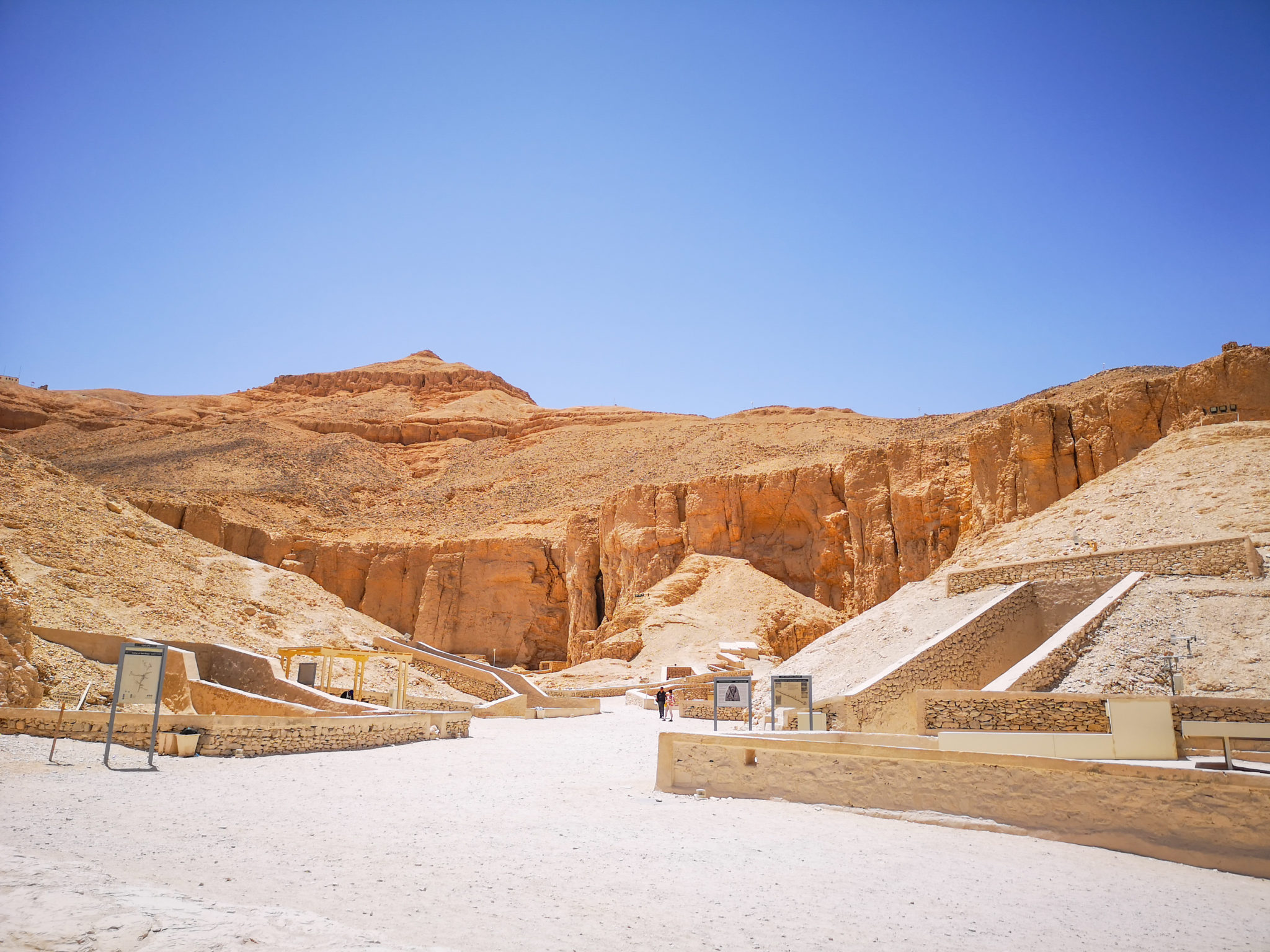 best Egypt travel Guide, tombs in the Valley of the Kings, near Luxor