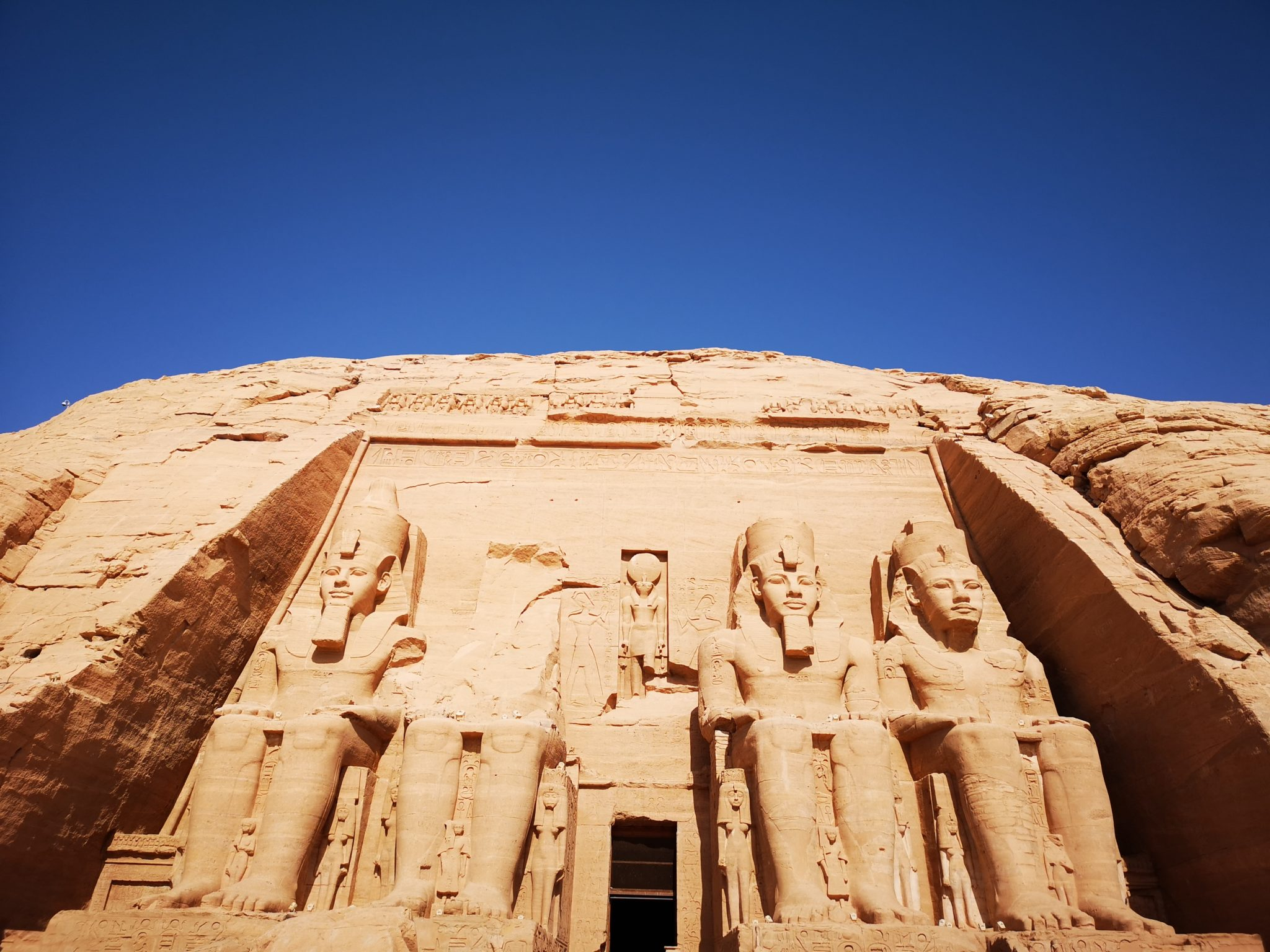 Best Egypt Travel Guide, Abu Simbel the entrance The Temple of Ramses II